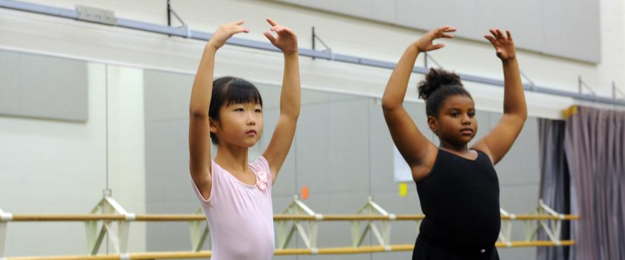 Two dancers in class