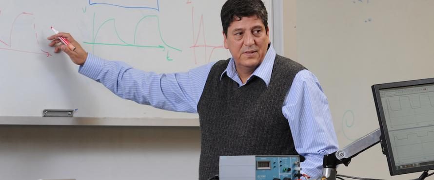 Professor of Physics Paulo Acioli